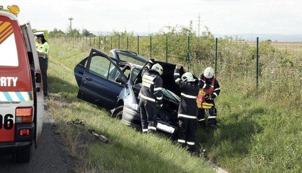 pozary uamk auto nehoda hasici