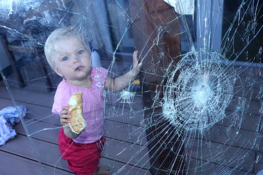 Bezpecnostni_folie_ochrana_deti_foto_zdroj_NEXT