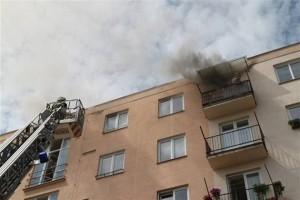 Majitelé bytů si pořizují dveře bez protipožárního certifikátu, ohrožují tím obyvatele domu i majetek