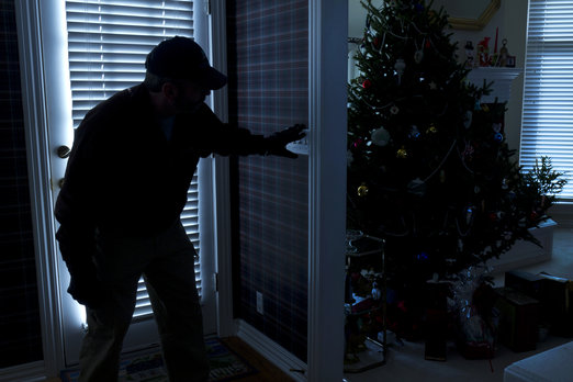 http://svetvbezpeci.cz/pe_app/clientstat/?url=www.dreamstime.com/stock-image-burglar-breaking-to-home-christmas-b-photo-illustrates-burglary-thief-night-back-door-image32704331