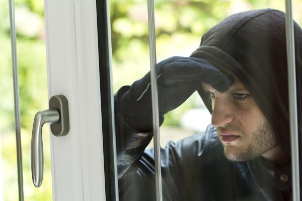 http://svetvbezpeci.cz/pe_app/clientstat/?url=www.dreamstime.com/stock-image-burglar-breaking-house-wearing-black-clothes-leather-coat-image46311681