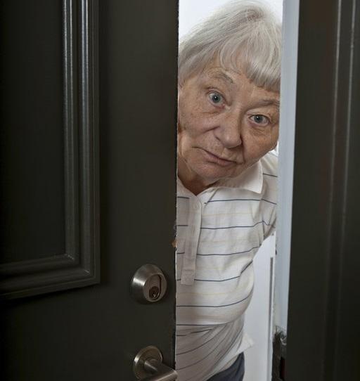 http://svetvbezpeci.cz/pe_app/clientstat/?url=www.dreamstime.com/stock-photo-senior-woman-opening-front-door-image21535480
