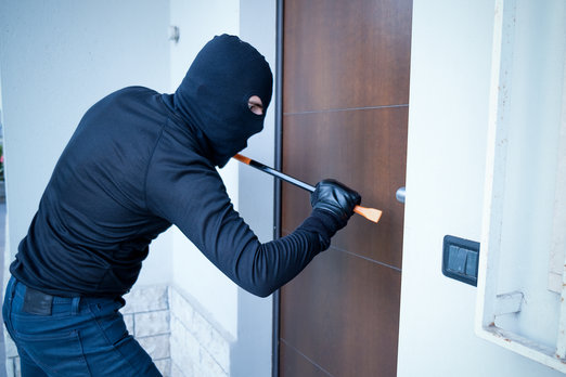 http://svetvbezpeci.cz/pe_app/clientstat/?url=www.dreamstime.com/stock-photography-burglar-trying-to-force-door-lock-using-crowbar-image92813522