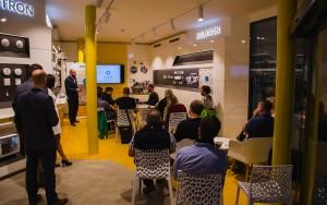 Jablotron otevřel nový showroom a představil videoverifikační IP kamery v praxi