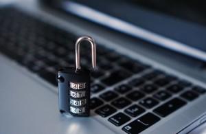 Pozor, komu svěřujete klíče od své nemovitosti. Zloděj, který má klíč, jde na jisto. Hrozí krádeže cenností i dat