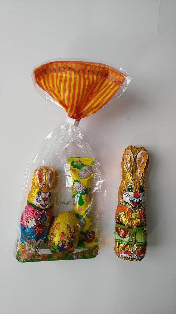 Foto nečokoládové kolekce a čoko-zajíce