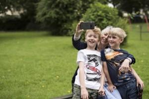 Svět v bezpečí - Díky Doru mají senioři snadno ovladatelný smartphone na míru