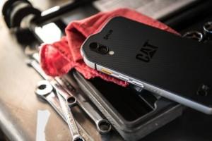Svět v bezpečí - CAT S61: vysoce odolný, prachotěsný, vodotěsný a funkcemi napěchovaný smartphone