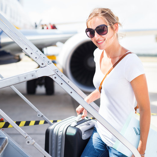 http://svetvbezpeci.cz/pe_app/clientstat/?url=www.dreamstime.com/royalty-free-stock-photography-departure-young-woman-airport-image28963527