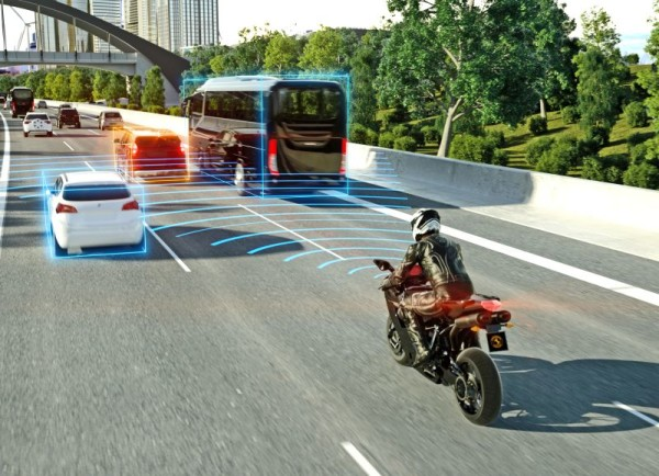 Svět v bezpečí - Nový radar společnosti Continental umožňuje vybavit motocykly asistentem nouzového brzdění