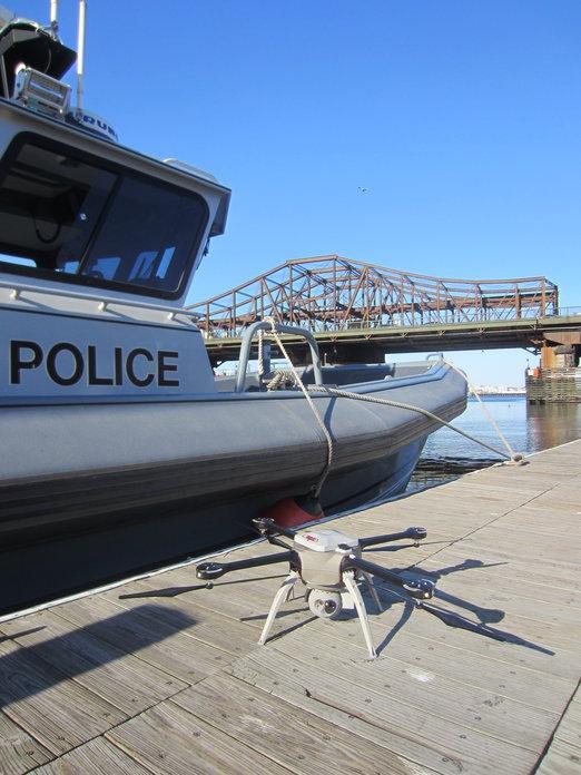 Aeryon_SkyRanger_policeboat_zdroj_AudioproCZ